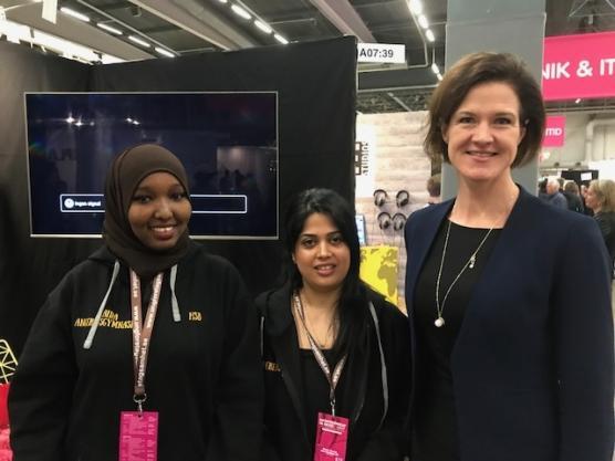 Moderatledaren Anna Kinberg Batra lyssnade intresserat på Maida Ali och Bahar Arman - och tycker att New Buddies uf är ett mycket gott exempel på hur integrationen kan förbättras i samhället.