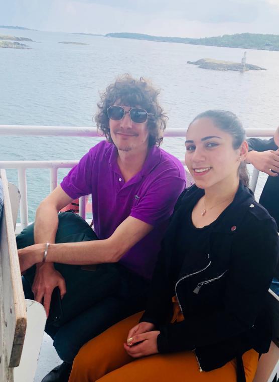 Avgående elevkårsordföranden Neda Mohamed Ali fick en skön stund på sjön med självaste musikikonen Håkan Hellström.
