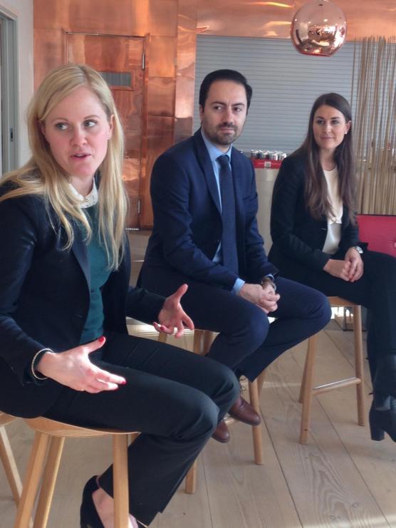 Vingejuristerna Frida Mattsson, Ninos Aho och Amanda Winberg berättade varför just angeredselever har särskilt goda skäl att söka till juristutbildningen.